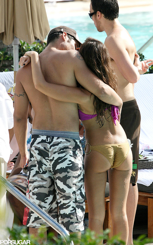 Jessica Alba unwound with a kiss from Cash Warren during a holiday trip to South Beach in January 2007.
