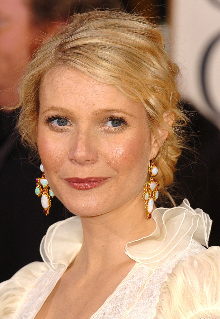 Gwyneth was glowing from within at the 2006 Golden Globe Awards, with a textured bun and shimmering makeup palette.