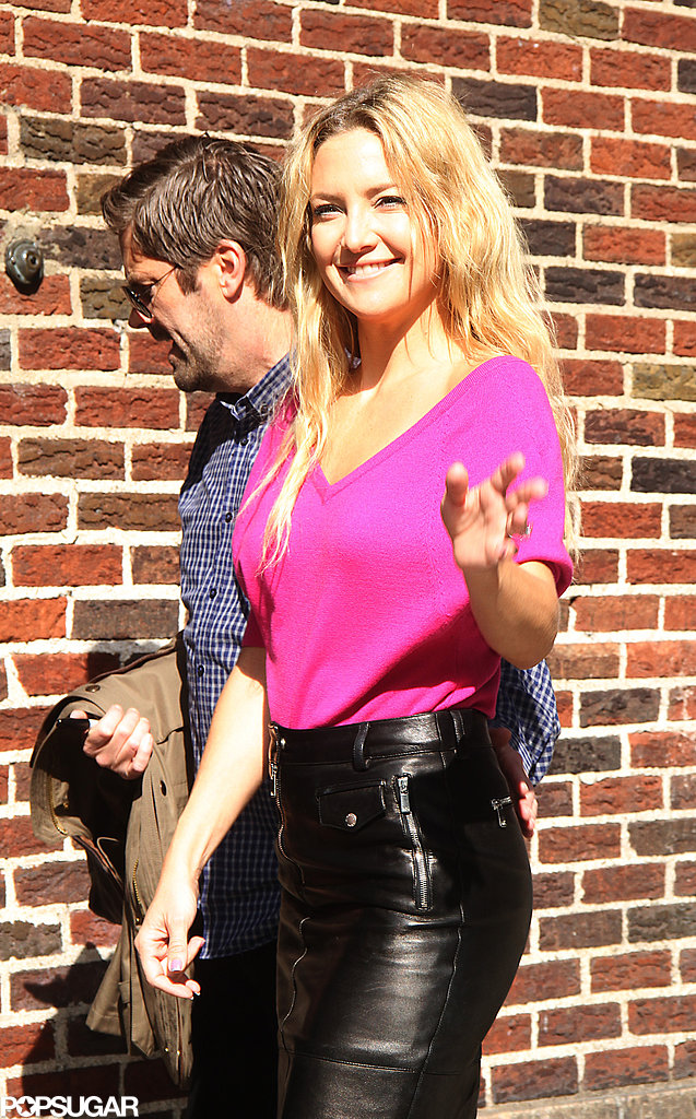 Kate Hudson posed outside The Late Show studio before heading in for her interview.