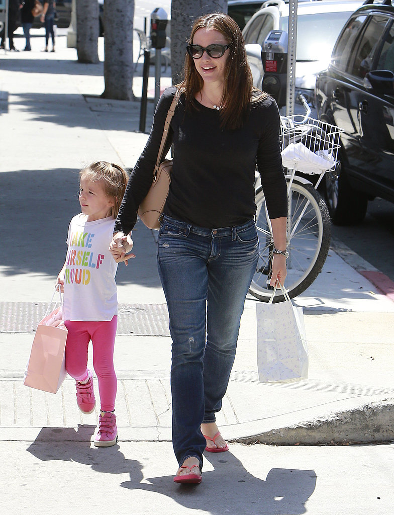Jennifer Garner Shops With Sera and Lines Up a Children's Movie