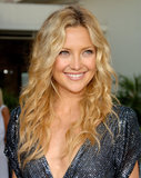 Natural makeup and beachy waves continue to be a winning duo among our readers, especially when seen on a stunning star like Kate Hudson.
