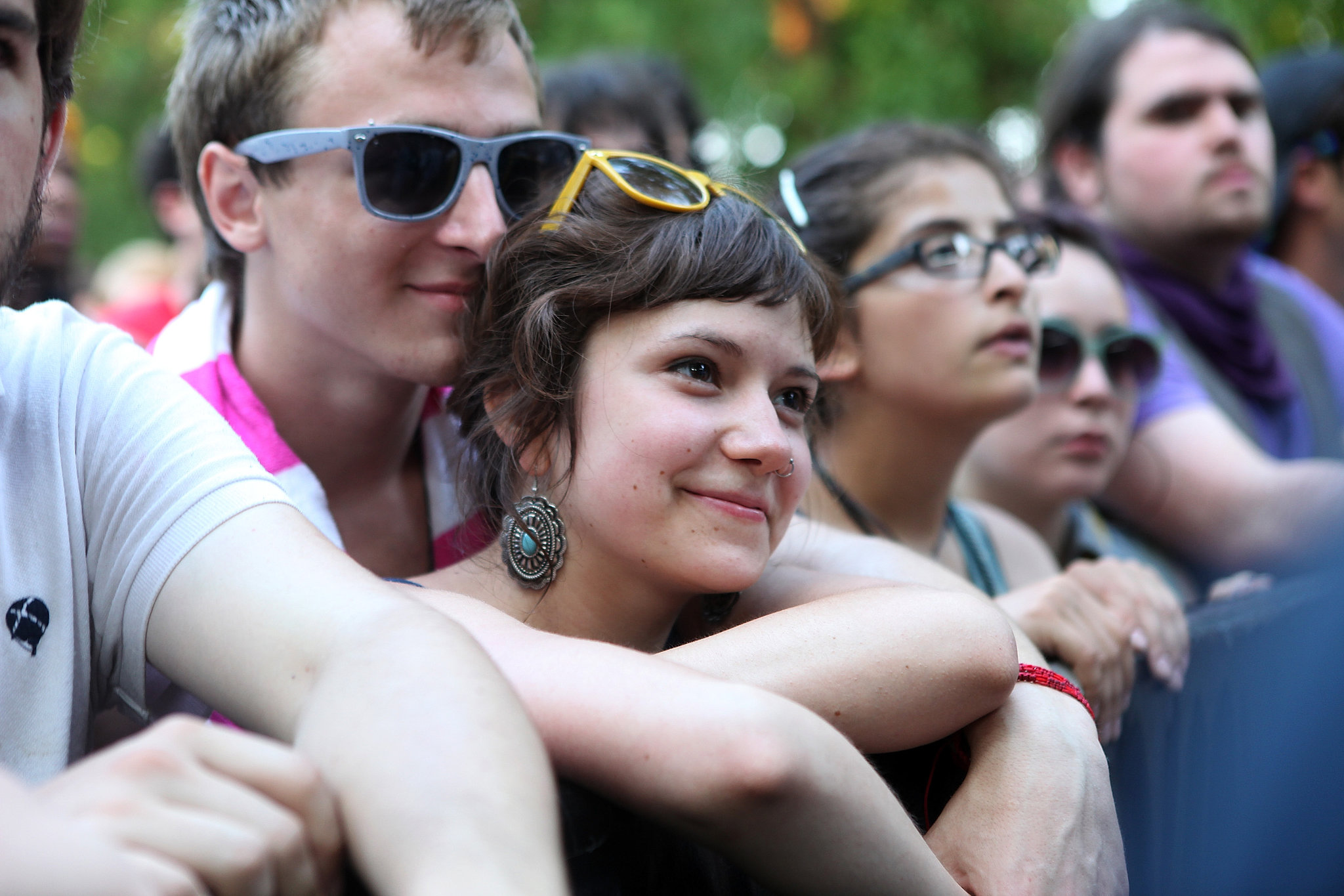 A sweet pair of festivalgoers snuggled up at the Pitchfork Music Festival.