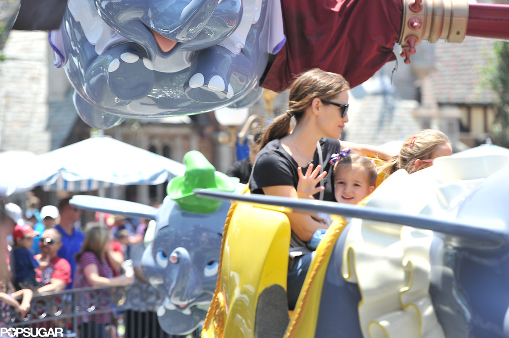 Seraphina Affleck waved while riding the Dumbo ride in Disneyland with mom Jennifer Garner and sister Violet Affleck.