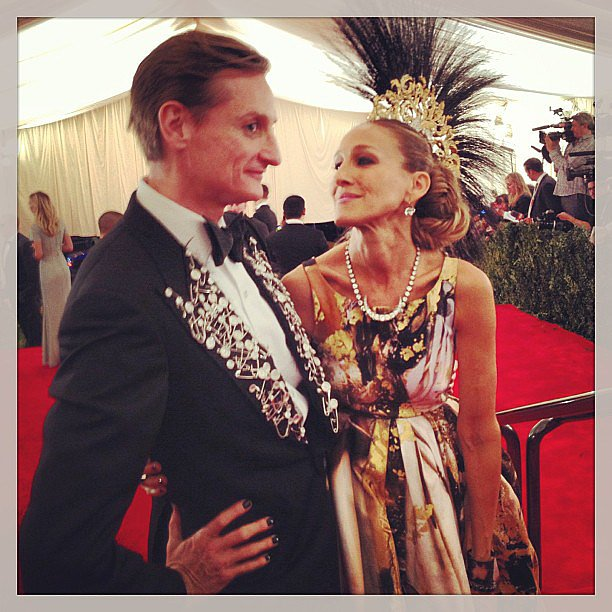 Hamish Bowles and Sarah Jessica Parker were perfectly punk at the Met Gala — can you believe SJP's headdress? Source: Instagram user voguemagazine