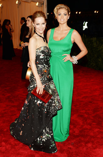 Leslie Mann chose a strapless printed J. Mendel gown with a red Jimmy Choo clutch, while Kate Upton stood out in her green Diane von Furstenberg number.