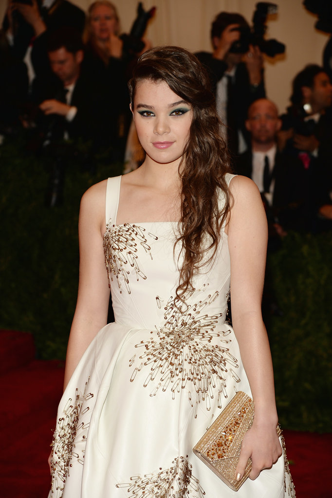 Hailee Steinfeld's beachy waves would look even better on second-day hair.
