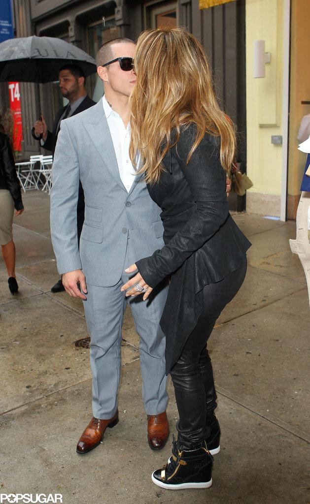 Jennifer Lopez kissed boyfriend Casper Smart in NYC.