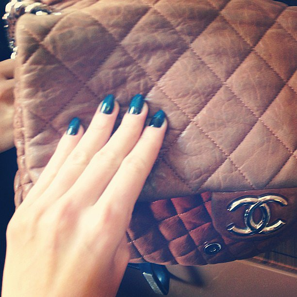 Jen Hawkins showed off a gorgeous two-tone mani — not to mention the well-worn Chanel bag! Source: Instagram user jenhawkins_