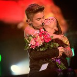 Justin Bieber gave his mom a big onstage kiss for Mother's Day. Source: Twitter user justinbieber