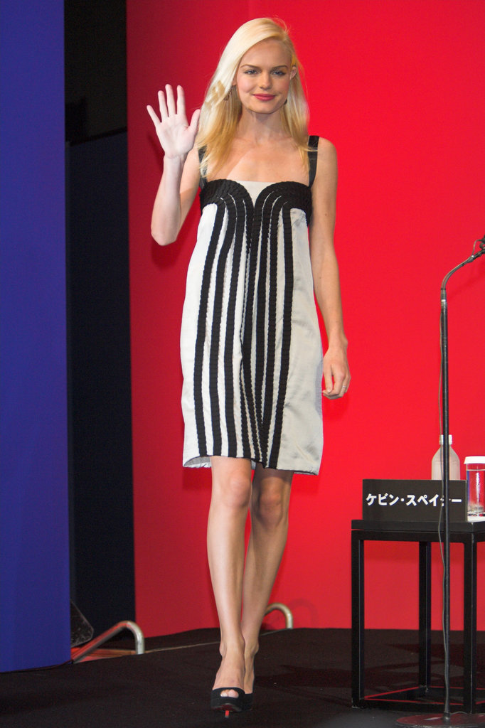 Kate waved to fans in a black-and-white striped dress during a August 2006 Superman Returns press conference in Tokyo.