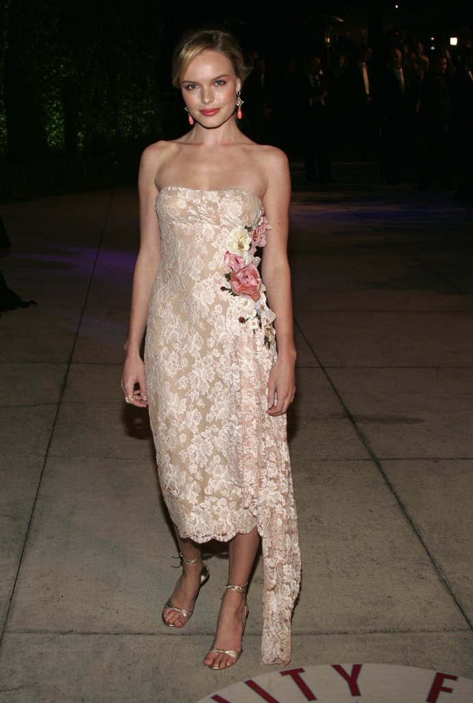 The blond stunner exuded ladylike elegance in an all-over lace sheath, complete with rose adornments, at the 2005 Vanity Fair Oscar Party.