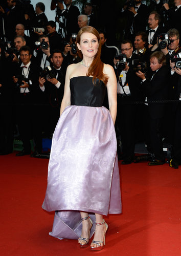 Julianne Moore showed off her strappy sandals in a Dior Haute Couture gown with an asymmetric hemline, along with Chopard jewels.