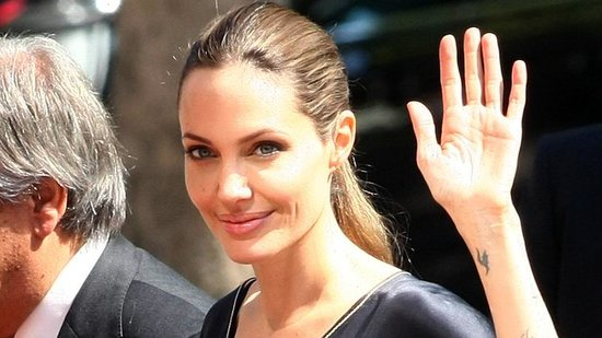Video: Will Angelina Jolie Go Forward With Removing Her Ovaries?