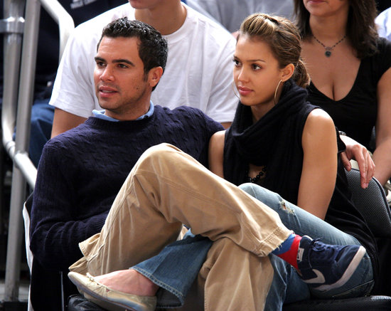 Cash Warren and Jessica Alba got all wrapped up at a NBA basketball game in NYC in November 2005.