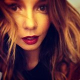 Ricki-Lee Coulter chose a bold lip colour for a night out. Source: Instagram user therickilee
