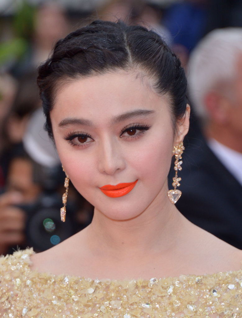 On the Jeune & Jolie red carpet, Fan Bingbing wore a pigmented pumpkin lip color.