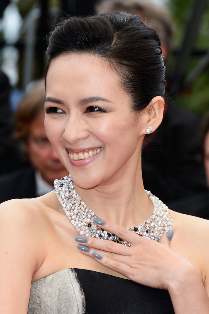 Colleague Zhang Ziyi kept her nails tonal with a lovely shade of grey.