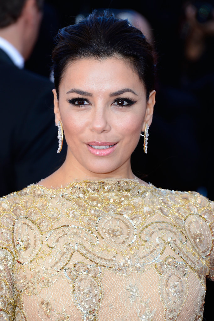 Eva Longoria also attended the Le Passé premiere wearing a strong winged eyeliner and a soft pink lip hue.