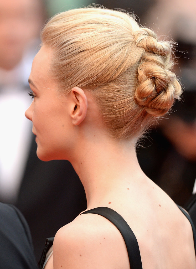 Carey's hair was similar to her style earlier in the day, with clusters of knots forming a series of tight buns.