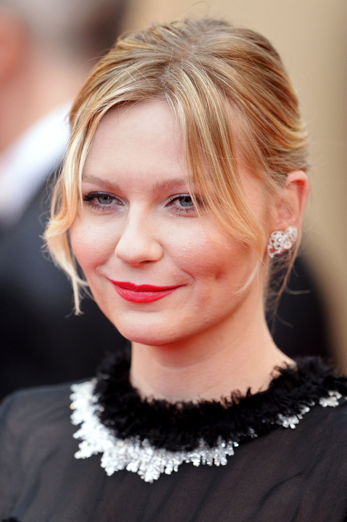 With a flirty, piecey bun and red lips, Kirsten Dunst looked lovely at the premiere of Inside Llewyn Davis.