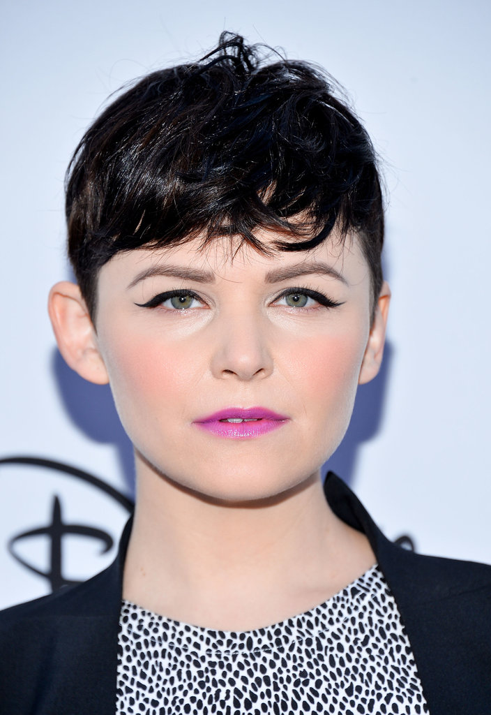 At the 2013 Disney upfront, Ginnifer wore her bangs curled in front with winged eyeliner and a bright fuchsia lip color.