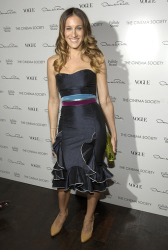 Rivaling the most stylish of cha-cha dancers in a ruffled midnight blue Oscar de la Renta, Sarah Jessica Parker wowed on the black carpet in November 2005.