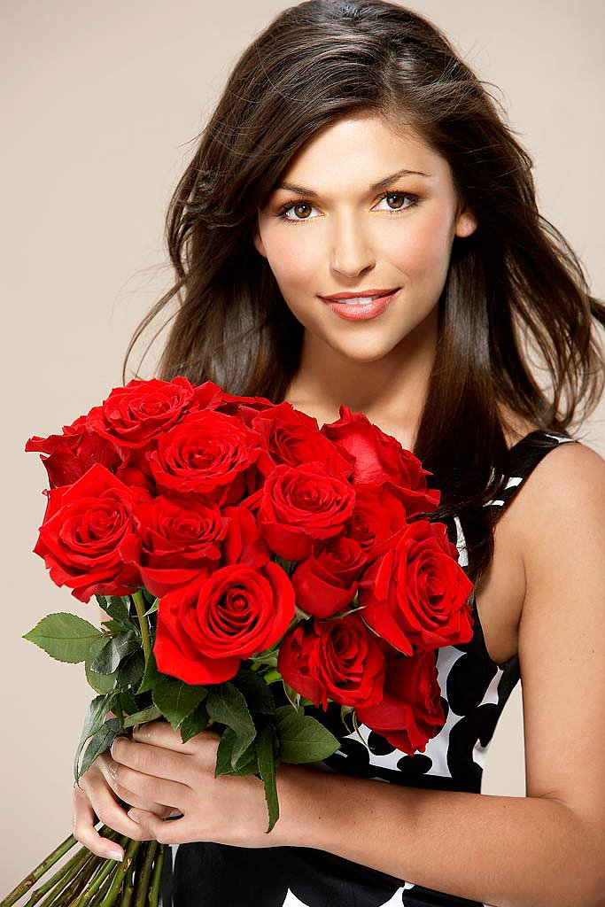 DeAnna Pappas Before Bachelorette: Real estate agent Now: TV personality Relationship status: Broke up with her Bachelorette fiancé, Jesse Csincsak, now married to Stephen Stagliano, twin brother of booted contestant Michael from Jillian's season
