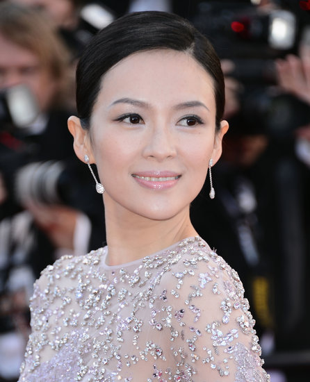 Ziyi Zhang maintained a pastel palette in both dress and makeup, wearing pale pink lipstick to complement her lilac gown at the premiere of La Vénus à la Fourrure.