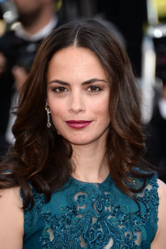Vampy plum lipstick was the highlight of Bérénice Bejo's red carpet look for the Zulu premiere and closing ceremonies.