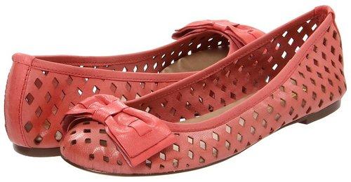 Report - Makara (Coral) - Footwear