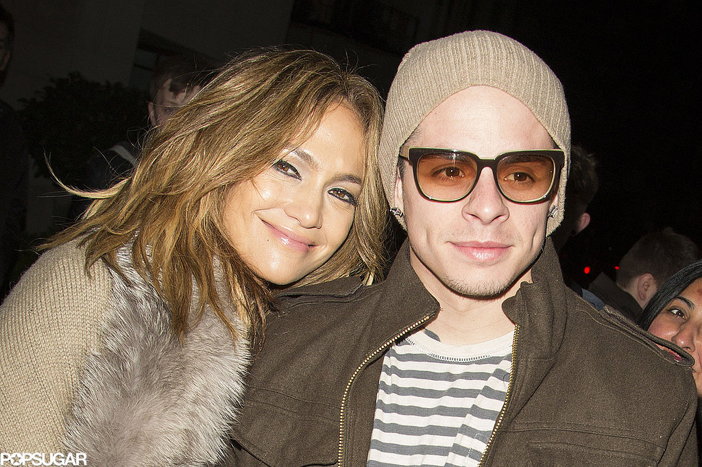 Jennifer Lopez and Casper Smart arrived at their hotel in London together.