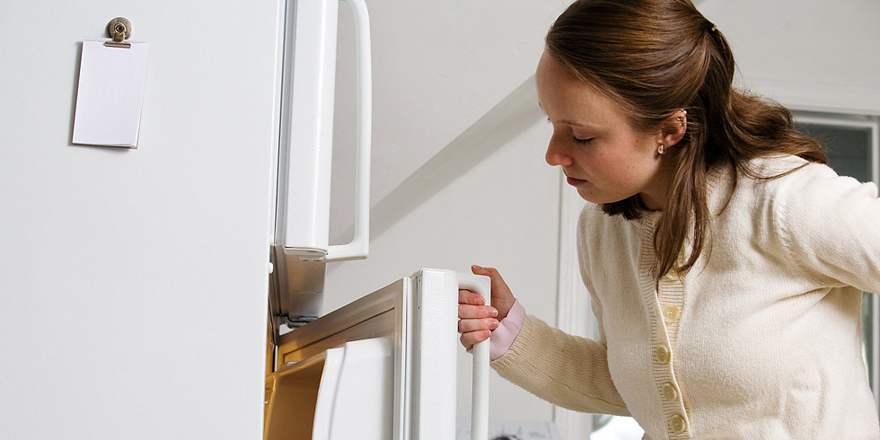 Eat When You're Bored? 4 Ways to Curb Fridge-Scoping Habits