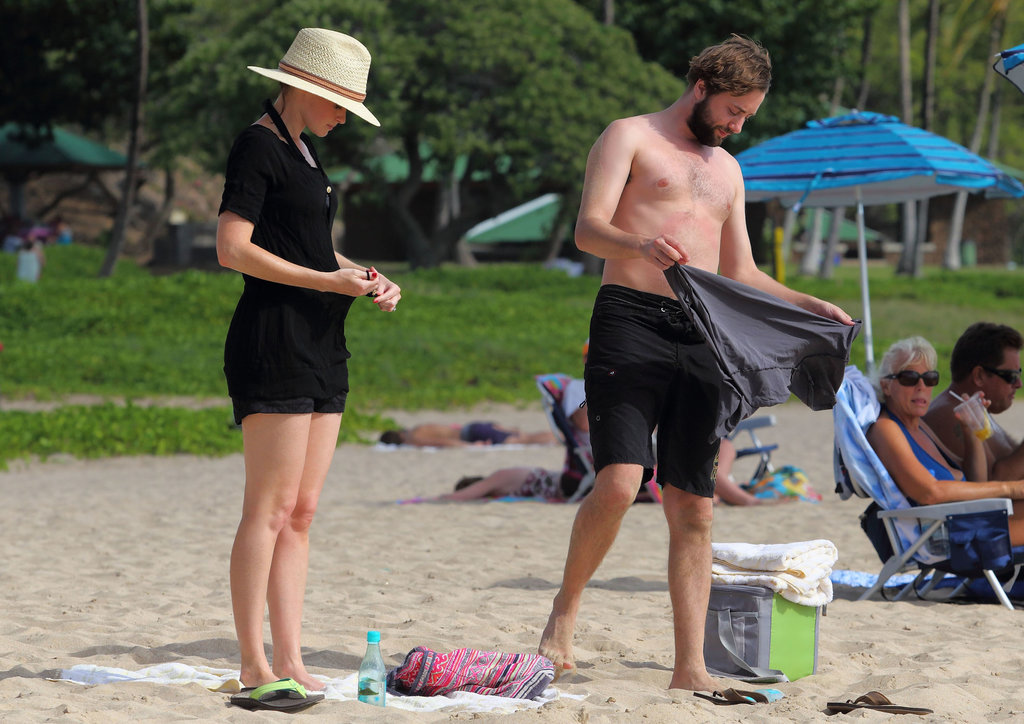 Vincent Kartheiser and Alexis Bledel hung out on the beach in Hawaii.