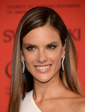 Alessandra Ambrosio showed off pretty, caramel-toned highlights and a warm, flattering makeup palette on the CFDA Awards red carpet.