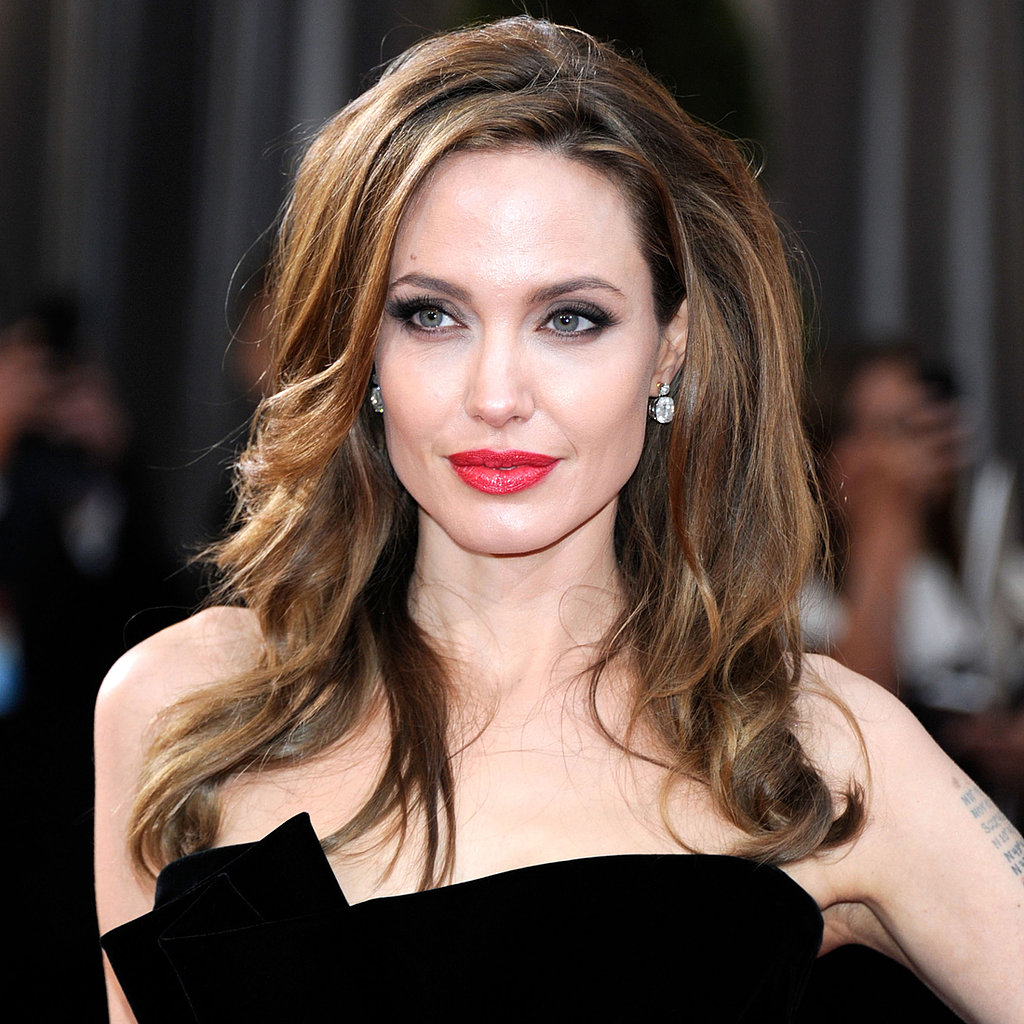 Angelina kept things sultry at the 2012 Oscars with her now-iconic leg pop, but her red lipstick and smoky eyes smoldered on their own.