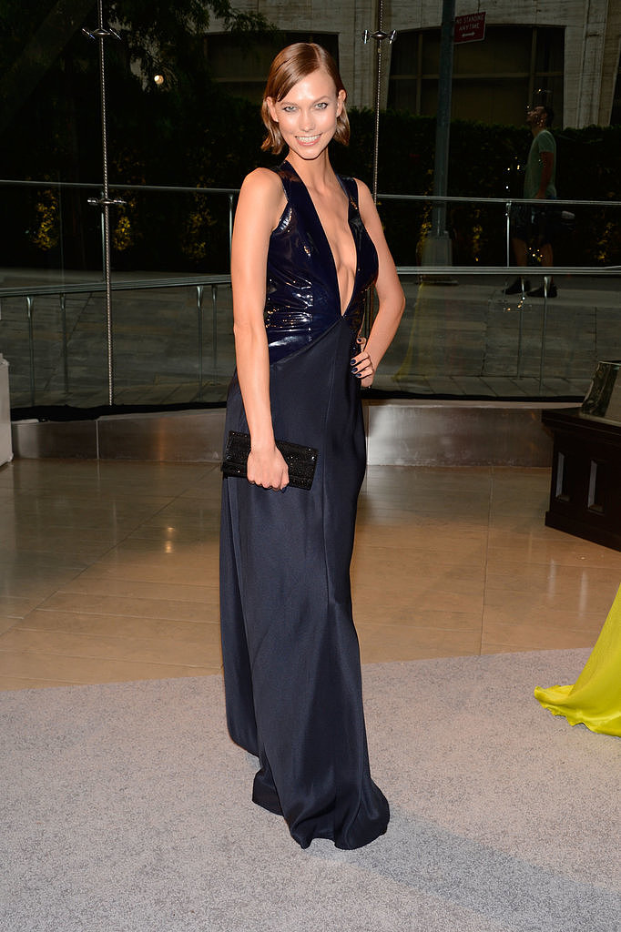Karlie Kloss went for the plunge in this inky Cushnie et Ochs gown.