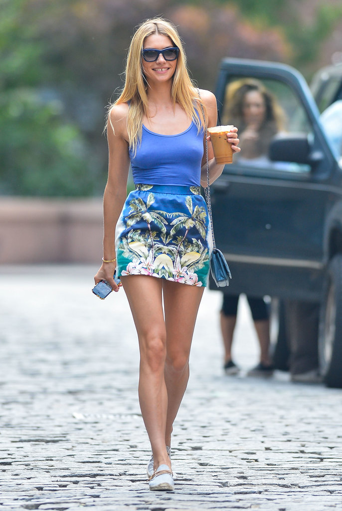 Jessica Hart was the vision of Summer in a printed miniskirt and a matching blue tank top.