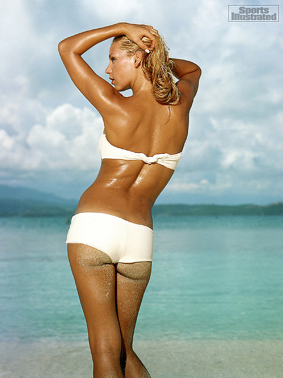 Anna Kournikova struck a sexy pose for the 2004 Sports Illustrated swimsuit edition. Source:Tiziano Magni/Sports Illustrated