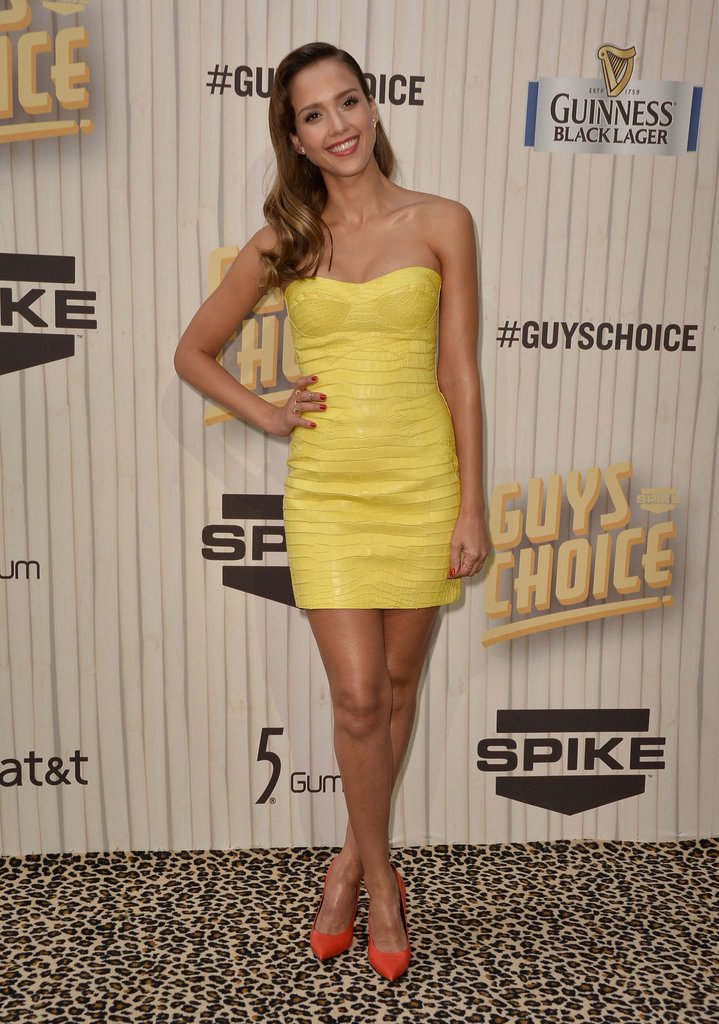 Jessica Alba posed on the Guys Choice Awards red carpet.