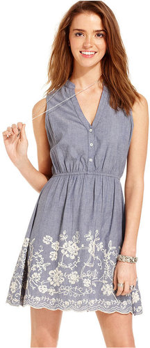 American Rag Juniors Dress, Sleeveless Embroidered Chambray