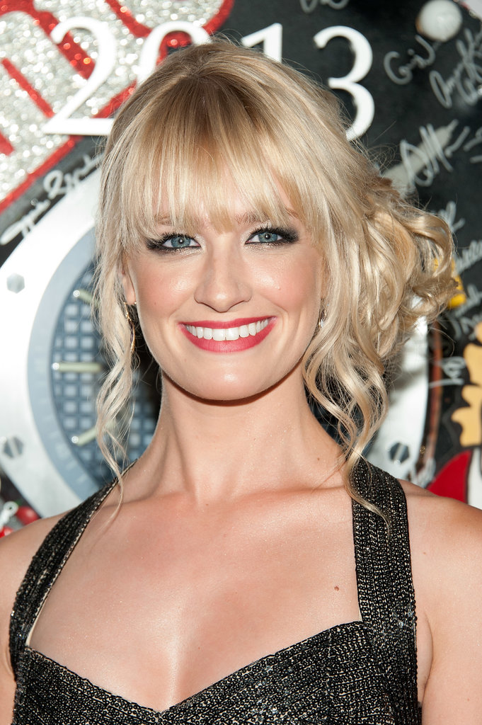 With a curly chignon and red lipstick, Beth Behrs was positively glowing at the Tony Awards.