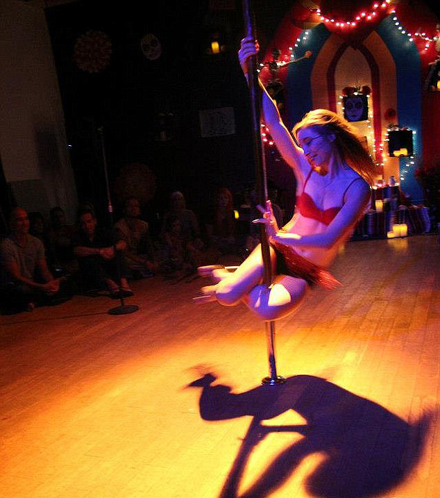 Through her job with the Waikiki Acrobatic Troupe, Lindsay performed pole dancing, aerial dance, and acrobatics.  Source: Facebook