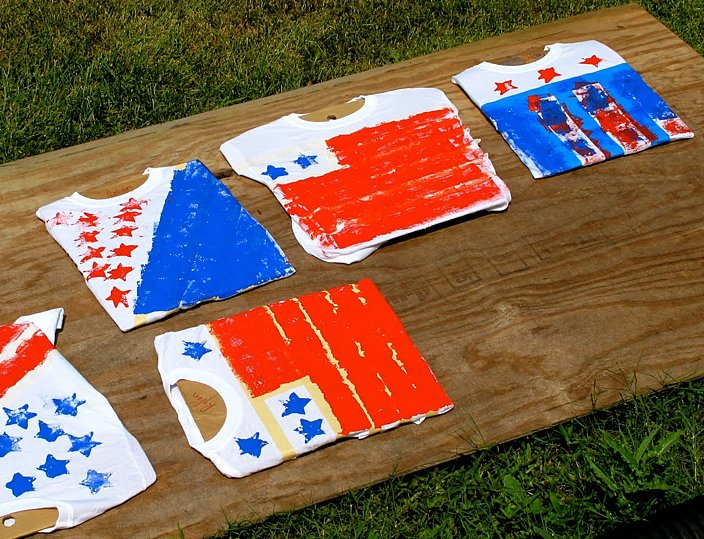Make Sponge-Painted Flag Shirts