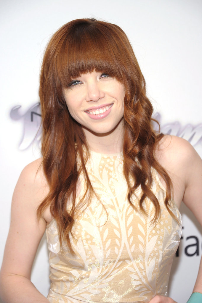 Styling her red hair in loose waves, Carly Rae Jepsen stuck to her iconic black-rimmed eyes.