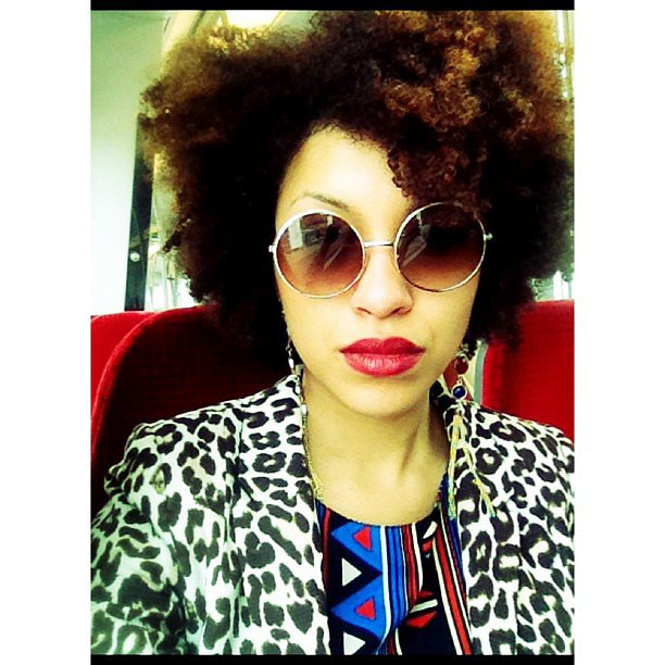 We can't decide what we like best: this woman's red lipstick or her gorgeous, natural hair. Source: Instagram user moooibloemetje