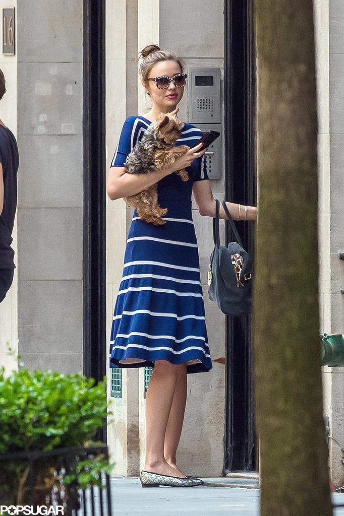 Miranda Kerr held her dog Frankie.