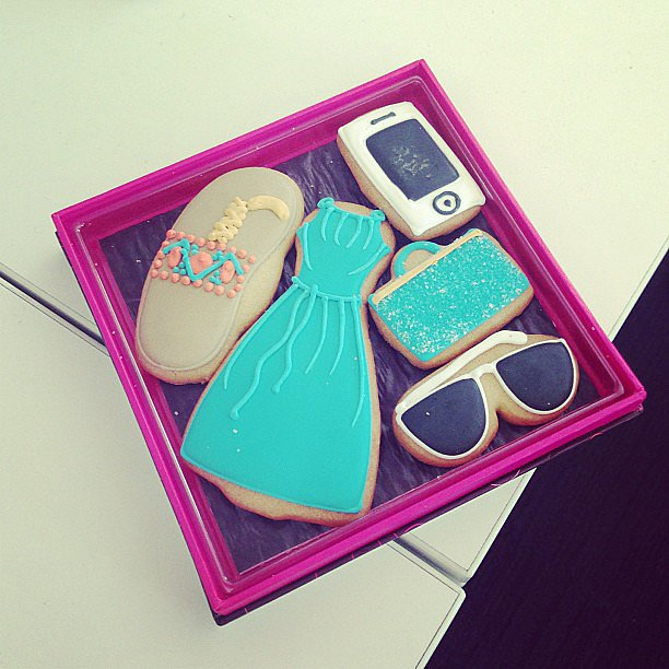 Fashion has never looked sweeter, thanks to Avon's cookie delivery.