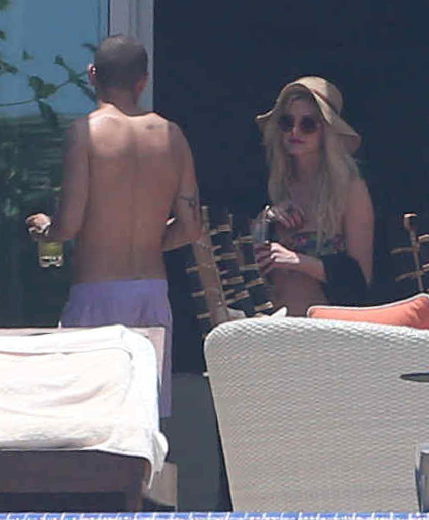 Bikini-Clad Ashlee Simpson Hits the Pool With Her Cabo Crew