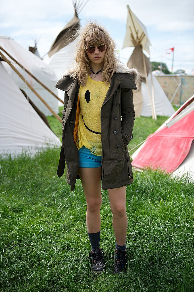 Suki Waterhouse wore a smiley-face T-shirt to Glastonbury.
