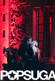 Avril Lavigne and Chad Kroeger kissed on the balcony after getting married.
